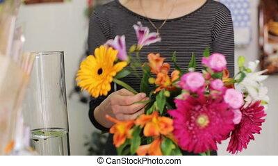 femme, fonctionnement, bouquet, confection, fleuriste, store.