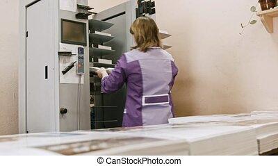 femme, fonctionnement, maison, industrie, détecteur mensonge, -, machine, impression, dossier
