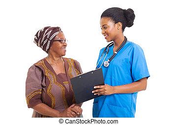 femme, formulaire, monde médical, jeune, portion, africaine, personne agee, infirmière