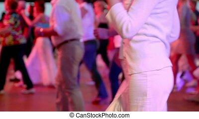 femme, gens, beaucoup, danses, autre, lage, salle