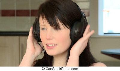 femme, gros plan, musique écouter