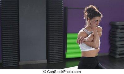 femme, gym., athlétique, triceps, pousées