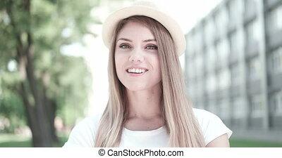 femme heureuse, sourire, jeune