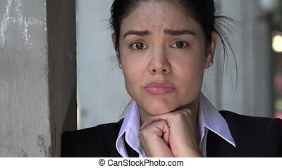 femme hispanique, inquiété