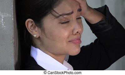 femme hispanique, pleurer