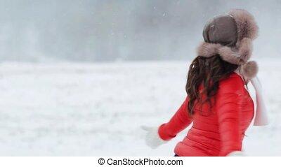 femme, hiver, dehors, amusement, avoir, heureux