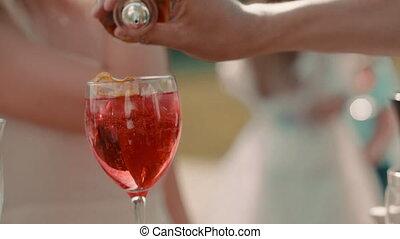 femme homme, barman, marques, mariée, cocktail, mariage, extérieur, pendant, celebration.