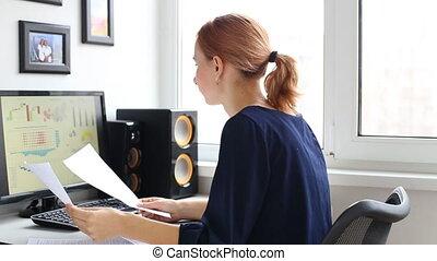 femme, informatique, bureau, fonctionnement