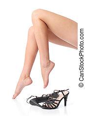 femme, jambes, ciré, à côté de, pieds, lisser, talons, beau