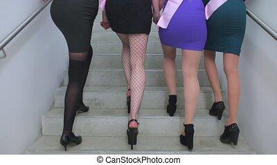 femme, jambes, montée, escalier, gros plan, haut, fête
