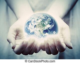 femme, jeune, la terre, mondiale, shines, sauver, hands.