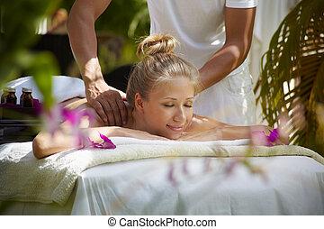 femme, jeune, pendant, spa, sourire, masage, heureux