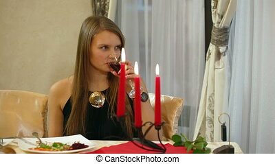 femme, jeune, restaurant