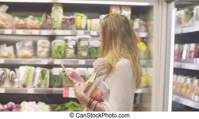 femme, jeune, supermarché, séduisant