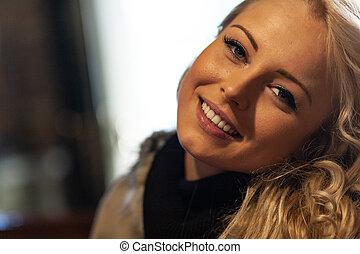 femme, joli, doux, jeune, blonds, sourire