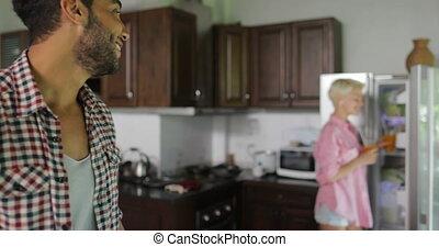 femme, jus, couple, boisson, jeune, conversation, orange, petit déjeuner, cuisine, matin, homme
