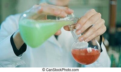 femme, laboratoire, fonctionnement, flacons