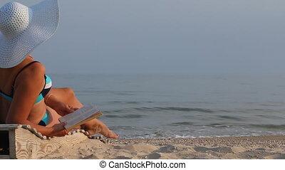 femme, livre, bronzé, lecture, plage.
