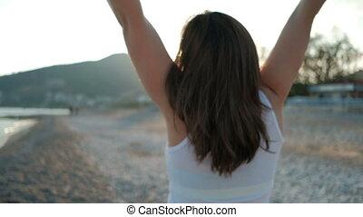 femme, lumière soleil, côte, holiday., brunette, mer, content, vue