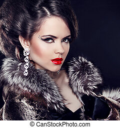 femme, luxe, mode, sur, bijouterie, noir, porter, manteau, arrière-plan., lady., élégant, beau, fourrure