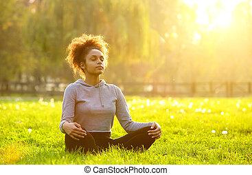 femme méditer, américain, africaine, nature