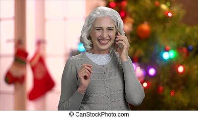 femme, mûrir, téléphone., excité, transparent, conversation
