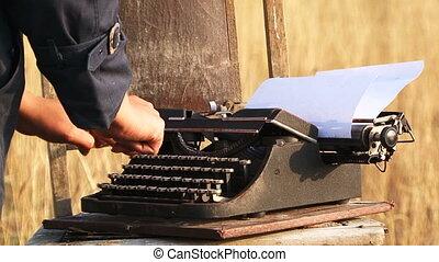 femme, machine écrire manuelle, vendange, nature, dactylographie