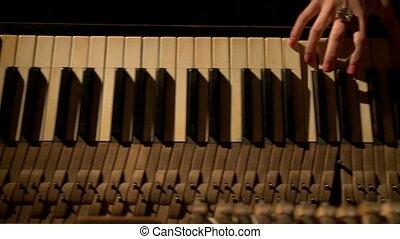 femme, mains, manucuré, piano joue, vue