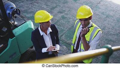 femme, manangers, mâle, discussion, 4k, entrepôt