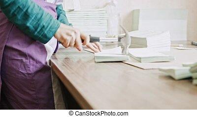 femme, manuel, détecteur mensonge, -, typographie, complements, industrie, brochure, marteau, pages, travail