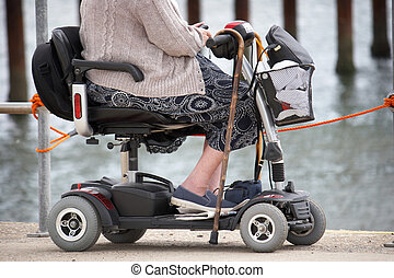 femme, mobilité, personne agee, bord mer, scooter