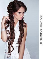 femme, mode, cheveux, beauty., porter, isolé, brun, blanc, gris, beau, arrière-plan., long, bijouterie, robe, photo