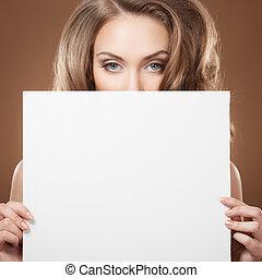 femme, mode, tenant mains, panneau affichage, vide