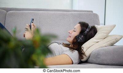 femme, musique, écoute