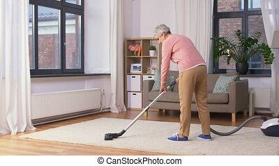 femme, nettoyage, nettoyeur, maison, personne agee, vide