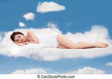 femme, nuages, jeune, dormir