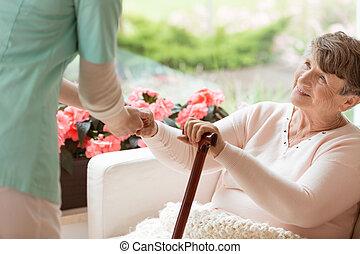 femme, obtenir, sofa, docteur, haut, personnes agées, maladie, portion, facilité, parkinson's, rééducation