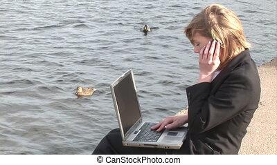 femme, ordinateur portable, business