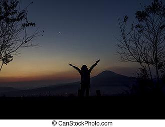 femme, ouvrir bras, levers de soleil, sous