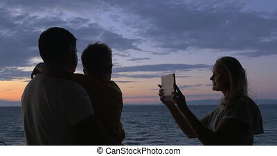 femme, photo, prendre, fils, tampon, mari