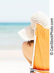 femme, plage., bains de soleil, délassant
