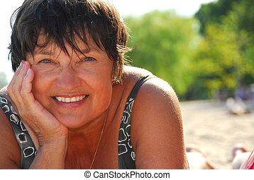 femme, plage, mûrir