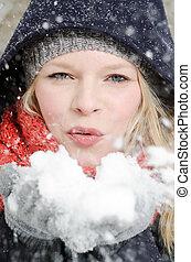 femme, poignée, jeune, neige, blonds, coups