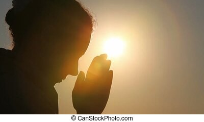 femme prier, silhouette, elle, tête
