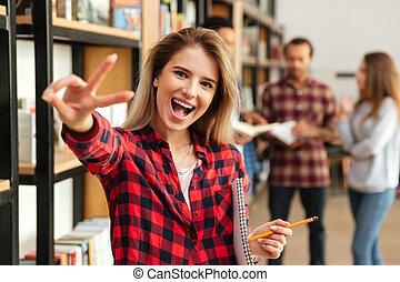 femme, projection, paix, jeune, étudiant, geste, heureux
