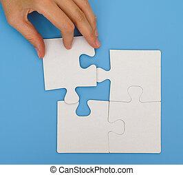 femme, puzzle, main, mettre, morceau, final