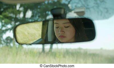 femme, reflet, voiture, vue arrière, regarder, miroir