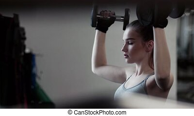femme, séance entraînement, jeune, gym., dumbbells, girl, ou