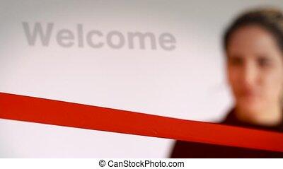 femme, signe bienvenu, découpage, ruban rouge