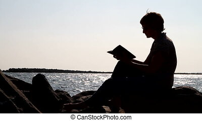 femme, silhouette, lecture, bible